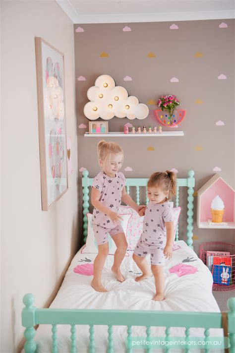 chambre fille taupe chambre fille mur taupe pastel picslovin