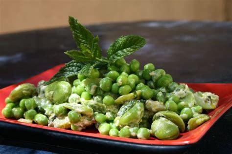 cuisiner des petits pois frais fèves et petits pois à la menthe passe moi ta recette