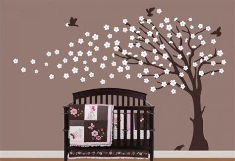sticker arbre chambre bébé stickers chambre bébé 23 belles idées décoration murale
