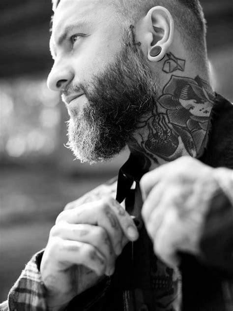neck tattoo men - Pesquisa Google | Tattoos fodonas | Mannen fotografie, Baard, Snor