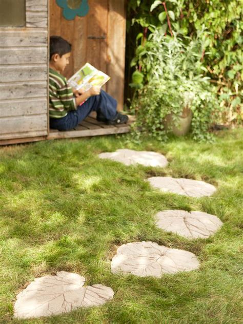 beautiful diy stepping stone ideas  decorate