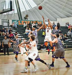 Men's basketball snaps 3-game skid | Campus Times