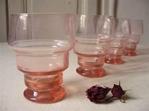 Vaisselle En Verre : 4 verres anciens en verre rose petit pied vaisselle fran aise r tro verre ap ritif ~ Teatrodelosmanantiales.com Idées de Décoration