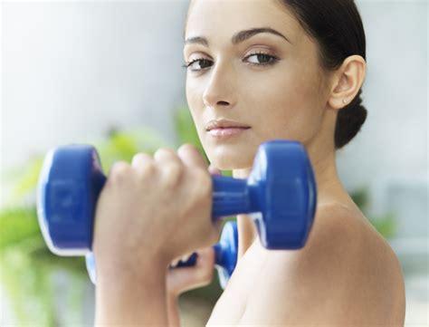 5 exercices pour muscler ses bras exercice 1 l ensemble des bras femme actuelle