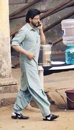 srk  shalwar kameez  peshawari chappal pictures