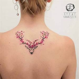 Frauen Rücken Tattoo : tattoo bedeutung frau mit tattoo am r cken hirsch mit gewieh aus kirschbl ten tattoos ~ Frokenaadalensverden.com Haus und Dekorationen