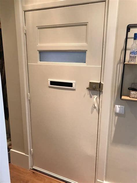 tochtstrips plaatsen en slot vervangen voordeur werkspot