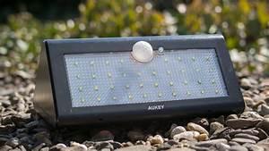 Wie Funktioniert Bewegungsmelder : aukey lt sl1 led solar wandleuchte mit bewegungsmelder im test haus garten tipps ~ Markanthonyermac.com Haus und Dekorationen