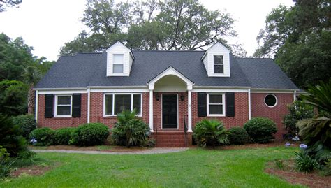 exterior paint color with red brick to paint or white