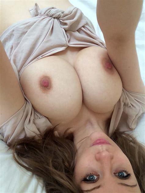 Selfie In Bed Ixxx
