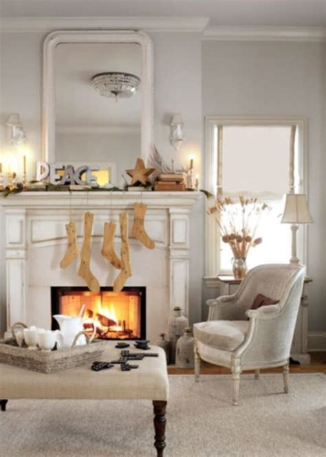 12 Dreamy and Festive Christmas Fireplace Mantel Decor