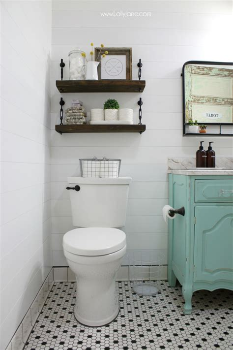 Looking for easy bathroom wall decor ideas? Small Bathroom Ideas & DIY Projects | Decorating Your Small Space