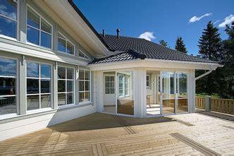 Einfamilienhaus Energiesparende Holzfenster by Fenster Und Holzhaus Schallschutz Im Hausbau Blockhaus