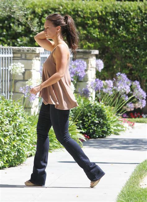 foto de Jennifer Love Hewitt runs home to her mama forgets her