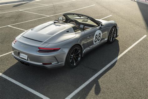 Porsche has announced that the concept study 911 speedster, shown in june for the company's 70th anniversary, is now going into production. 2019-Porsche-911-Speedster-Heritage-Design-_1 - Motorblock