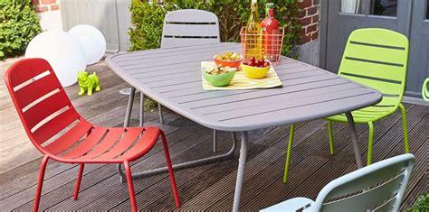 table ronde cuisine design mobilier de jardin carrefour la collection printemps été