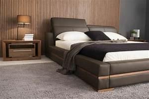 choisissez un lit en cuir pour bien meubler la chambre a With tapis de couloir avec canapé lit marron