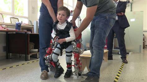 crean primer exoesqueleto robotico disenado  el