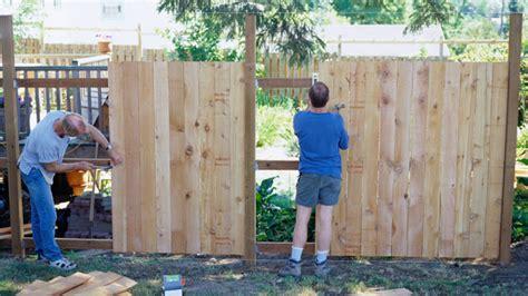 sichtschutzwand selber bauen sichtschutzzaun selber bauen tipps zu grundlagen