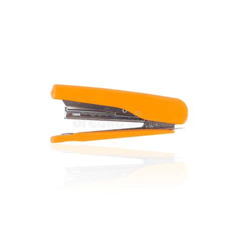 outils de bureau agrafeuse jaune d 39 isolement pour des outils d 39 école ou de