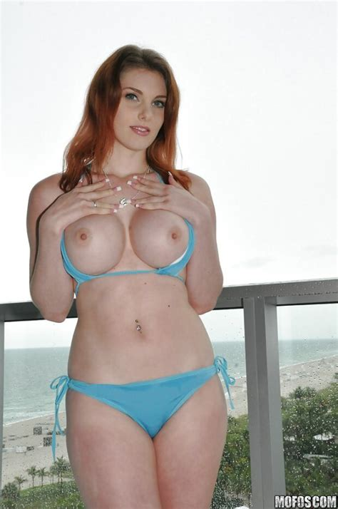 Bikini Model Rainia Belle Shows Her Milf Ass While