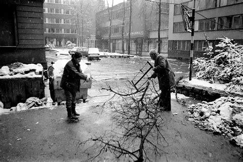 file sarajevo siege collecting firewood 2 jpg wikimedia