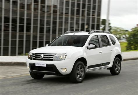 renault duster white renault duster car pictures images gaddidekho com