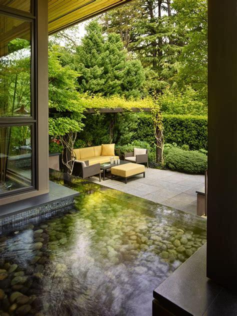dale  leslie chihulys minimalist garden