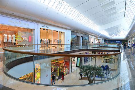 d 233 couvrez le centre commercial les terrasses du port