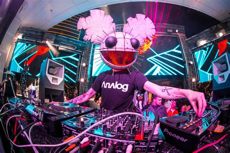 deadmau5 sneaks out of hospital to play a show