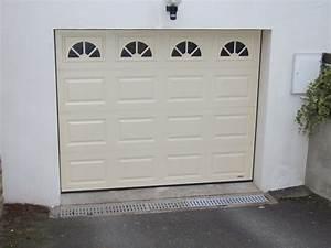 Porte de garage pour maison individuelle par bonno ouvertures for Moss porte de garage