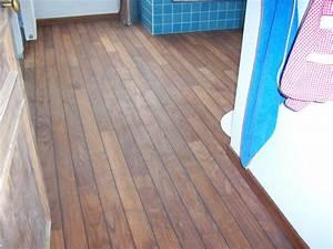 pose de parquet pont de bateau en teck dans une salle de With parquet chene salle de bain