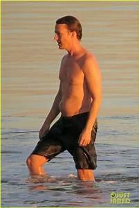 Edward Norton: Shirtless Sunset Ocean Swim!: Photo 3037218 ...