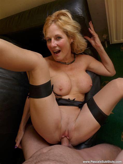Blonde British Mom Molly Maracas Spread Eagles In Her