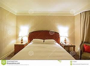 tableau chambre coucher tableau deco chambre 53 saint With carrelage adhesif salle de bain avec ampoule led google home