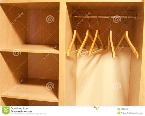 Garderobe Vide Avec Des étagères Photographie Stock