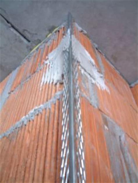 monsterhaus mauer haendisch verputzen grobputz