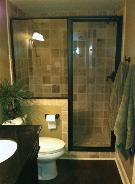 Tub Ideas For Small Bathrooms - 25 best ideas about small half bathrooms on