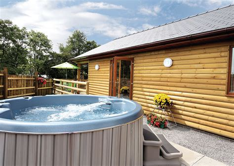 lodges in with tub heartsease lodges llandrindod powys lodges with