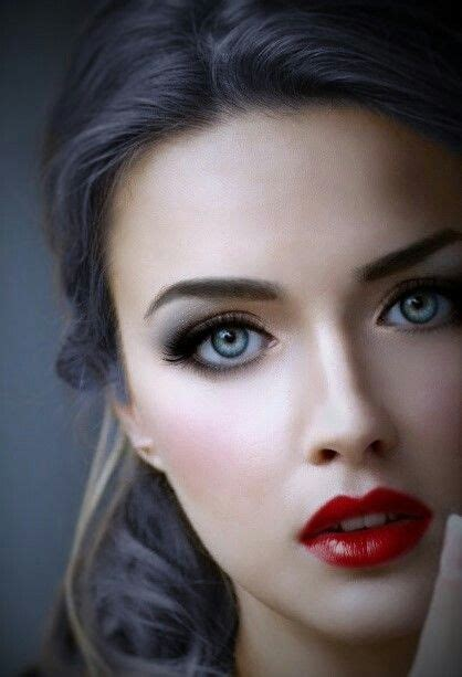 Brunette With Pretty Eyes Chicktionary Lovely