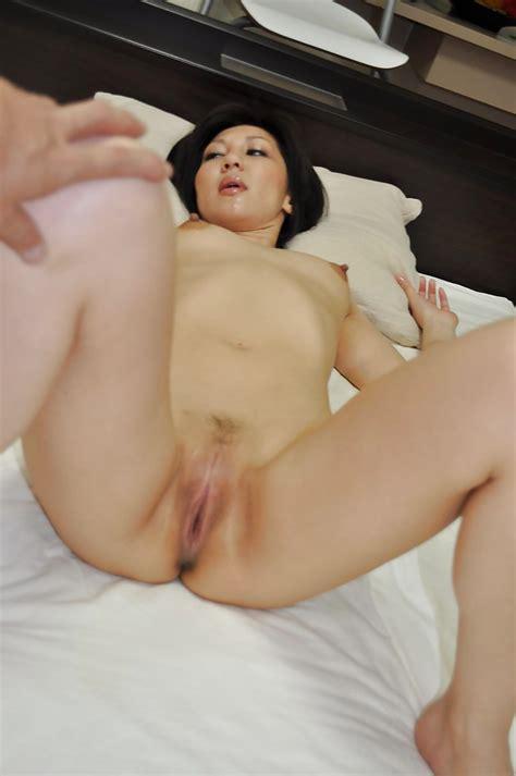 Asian Milf Mayumi Iihara Gives A Blowjob And Enjoys