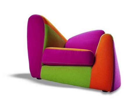 كراسي بالوان تضيف سحراً لغرف النوم او غرف الاستقبال
