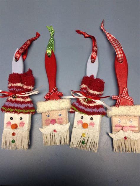 decoration de noel avec des pinceaux de peinture