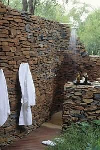 salle de bain en pierre naturelle pour une ambiance minerale With salle de bain design avec pierres décoratives jardin