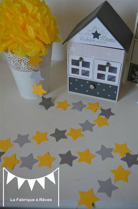 decoration chambre bebe etoile guirlande étoiles cousues papier gris jaune étoile