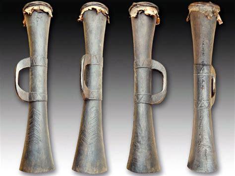 Jenis alat musik tradisional yang pertama yakni gamelan. Alat-Musik-Tifa - IlmuSeni.com