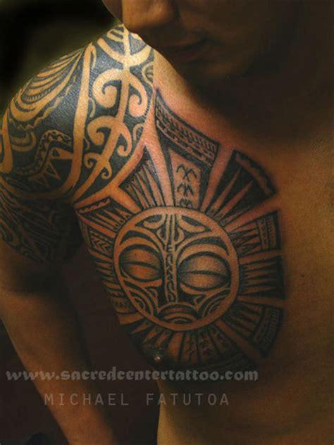 Modèle Tatouage Maori Polynesie épaule Et Poitrine Homme