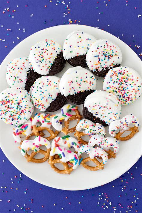 easy white chocolate dipped oreos thebestdessertrecipescom