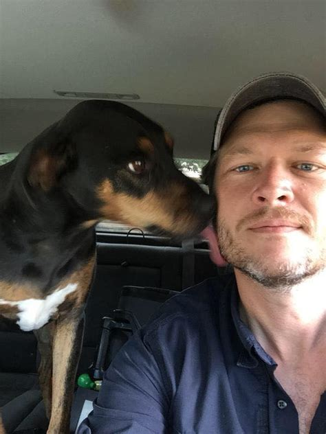 blake shelton dog blake shelton gets a little tongue action from his girl