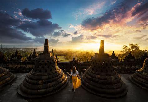 ultimate guide visit  borobudur  prambanan temple